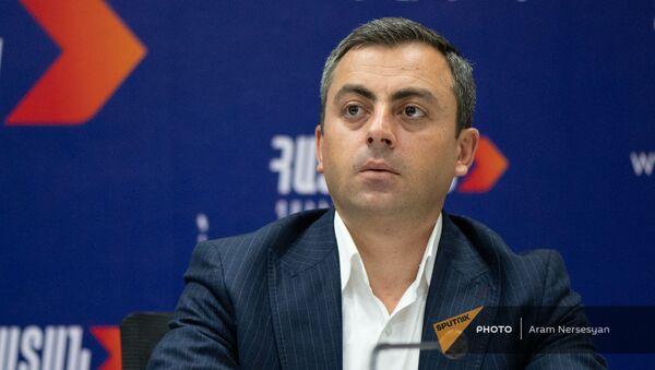 Ишхан Сагателян на пресс-конференции лидеров блока Айастан (22 июня 2021). Еревaн - Sputnik Армения