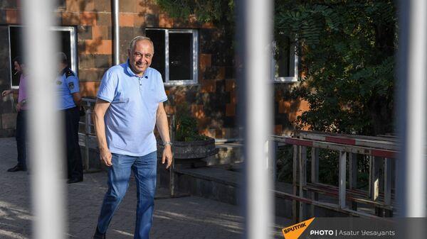 Глава медцентра Измирлян Армен Чарчян до суда (22 июня 2021). Еревaн - Sputnik Արմենիա