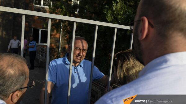 Глава медцентра Измирлян Армен Чарчян до суда (22 июня 2021). Еревaн - Sputnik Армения