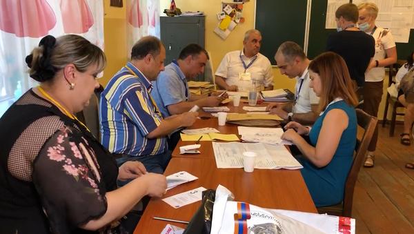 Пересчет голосов в 2 избирательных участках Армении - Sputnik Армения