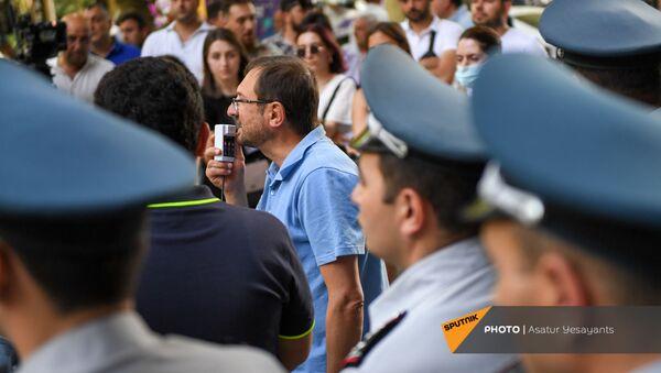 Акция перед прокуратурой в поддержку Армена Чарчяна (24 июня 2021). Еревaн - Sputnik Армения
