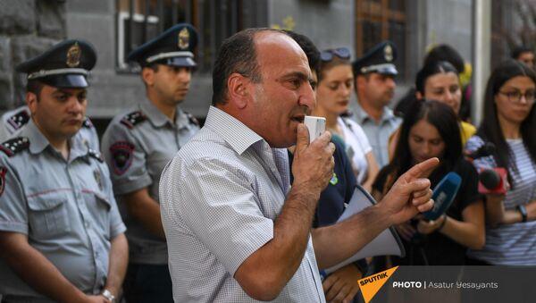 Акция перед прокуратурой в поддержку Армена Чарчяна (24 июня 2021). Еревaн - Sputnik Արմենիա