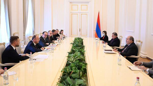 Президент Армен Саркисян встретился с главами МИД Австрии, Литвы и Румынии (25 июня 2021). Еревaн - Sputnik Армения