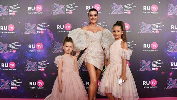 Телеведущая Ксения Бородина с дочерьми - Sputnik Армения