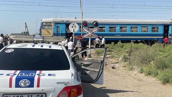 Дорожно-транспортное происшествие с участием пассажирского электропоезда и легкового автомобиля (27 июня 2021). Армавир - Sputnik Արմենիա