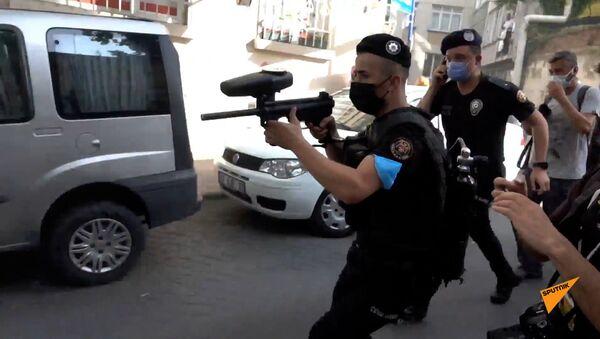 Турецкая полиция разгоняет ЛГБТ парад в Стамбуле - Sputnik Արմենիա