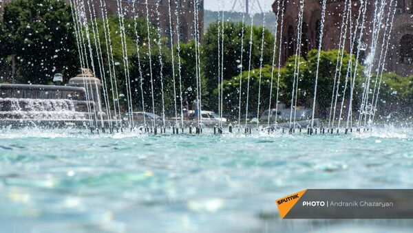 Фонтан на площади Республики в Ереване - Sputnik Армения