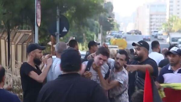 В Бейруте во время акции движения ФАТХ избили журналиста Sputnik - Sputnik Армения