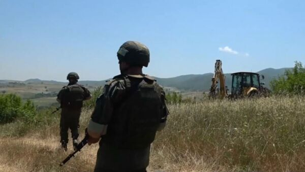 Российские миротворцы обеспечивают безопасность восстановительных работ водопровода в Мартунинском районе - Sputnik Армения