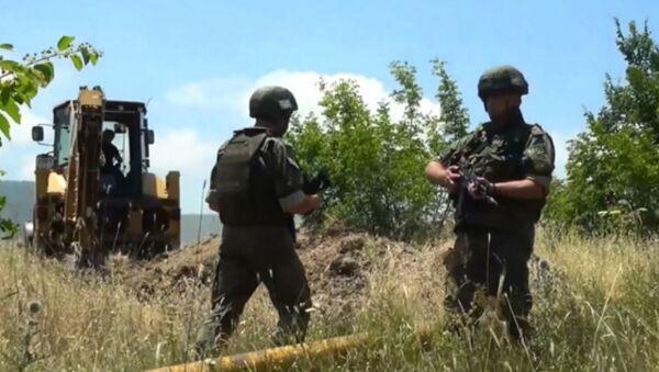 Российские миротворцы обеспечивают безопасность восстановительных работ водопровода в Мартунинском районе - Sputnik Արմենիա