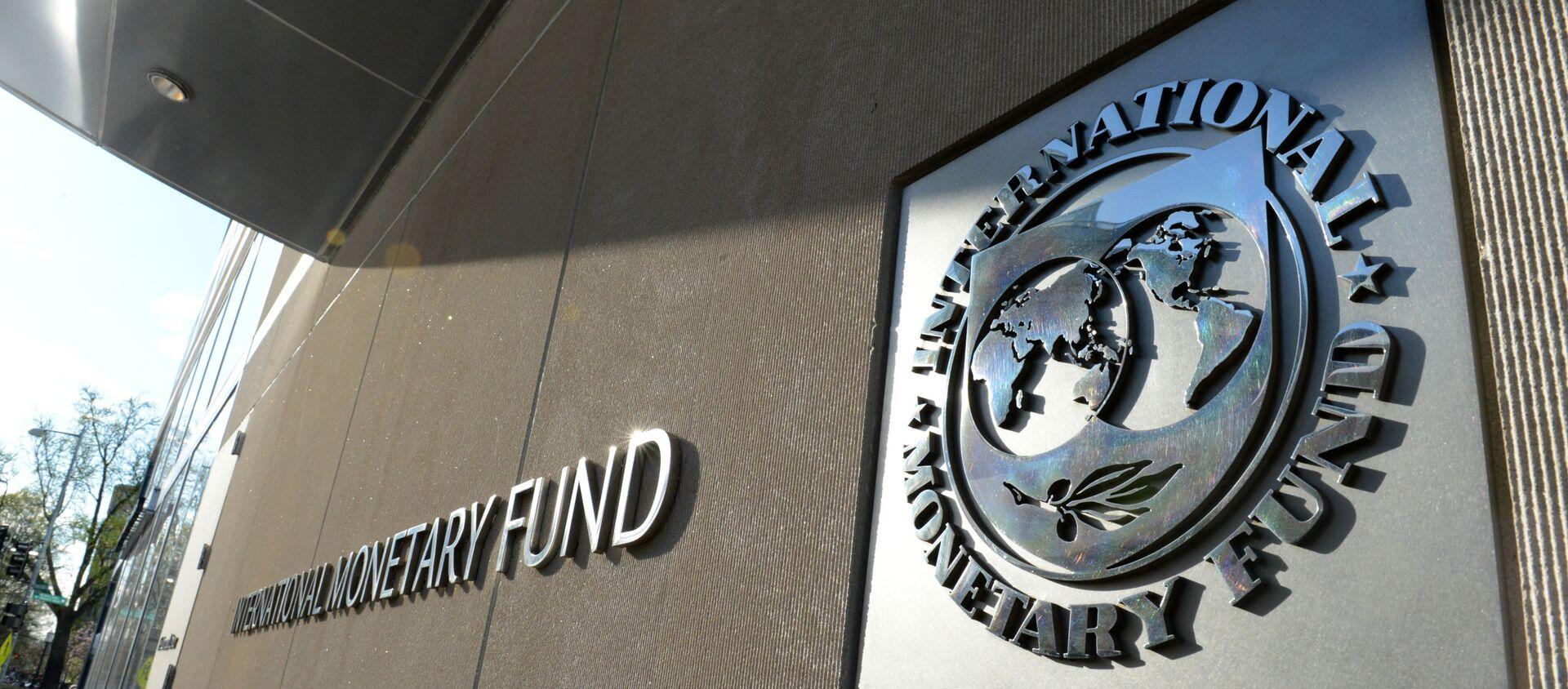 Табличка с логотипом Международного валютного фонда на стене здания МВФ. - Sputnik Армения, 1920, 31.08.2021