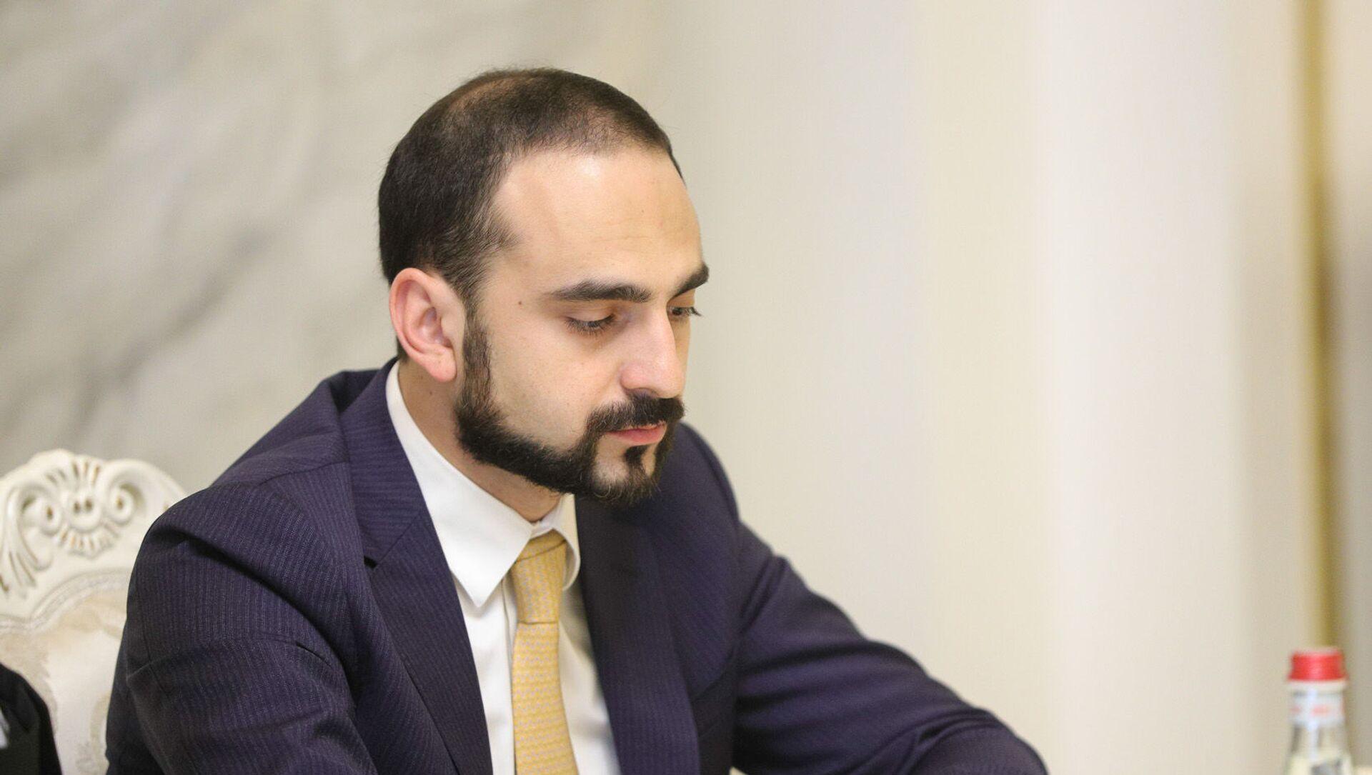 И.о. вице-премьера Тигран Авинян на совещании по вопросам текущего состояния государственного бюджета (30 июня 2021). Еревaн - Sputnik Армения, 1920, 14.07.2021