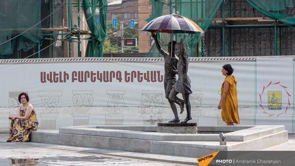 Отдыхающие в парке 2800-летия Еревана - Sputnik Армения