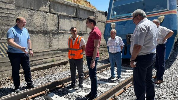 Представители Южно-Кавказской железной дороги и Министерства территориального управления и инфраструктур Армении ознакомились с процессом капитального ремонта железнодорожных путей на участке Маисян-Джаджур - Sputnik Արմենիա