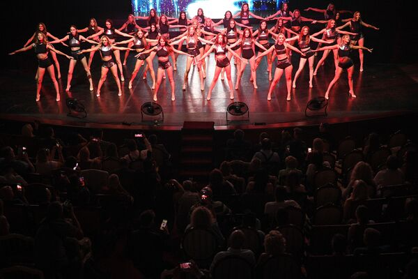 Участницы во время 25-го юбилейного конкурса красоты Мисс Москва 2021 в театре Et Cetera - Sputnik Արմենիա