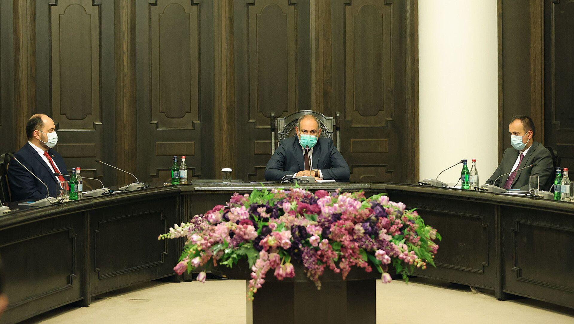И.о. премьер-министра Никол Пашинян представил канцелярии премьер-министра новоназначенного руководителя аппарата Араика Арутюняна (1 июля 2021). Еревaн - Sputnik Արմենիա, 1920, 01.07.2021