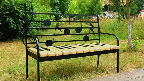 Новые стильные скамейки в Горисе - Sputnik Արմենիա