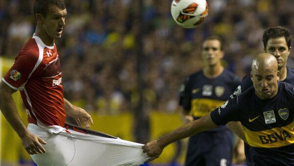 Игроки футбольных клубов Boca Juniors и Toluca Аргентины и Мексики во время матча на Кубке Либертадорес в Буэнос-Айресе  - Sputnik Արմենիա