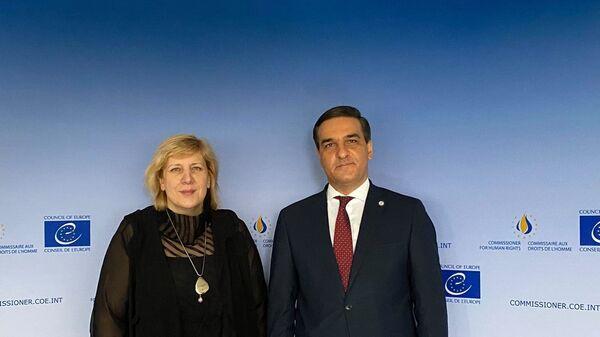 Омбудсмен Арман Татоян на встрече с комиссаром Совета Европы по правам человека Дуней Миятови (2 июля 2021). Страсбург - Sputnik Արմենիա