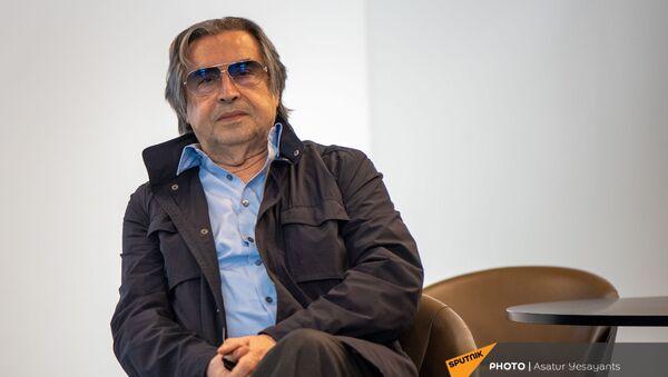 Встреча итальянского дирижера Рикардо Мути в аэропорту Звартноц (2 июля 2021). Еревaн - Sputnik Армения