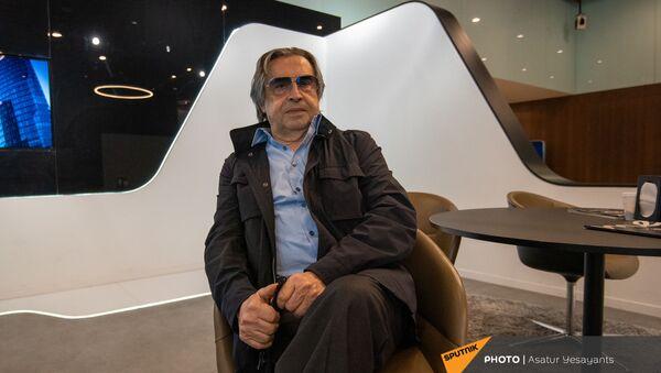 Встреча итальянского дирижера Рикардо Мути в аэропорту Звартноц (2 июля 2021). Еревaн - Sputnik Արմենիա