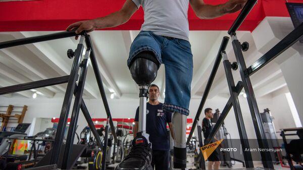 Посетитель реабилитационного центра для военных инвалидов - Sputnik Արմենիա