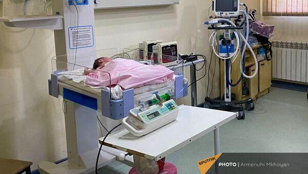 Новорожденный ребенок, оставленный на станции Автокаян и доставленный в «Австрийскую больницу матери и ребенка» (3 июля 2021). Гюмри - Sputnik Արմենիա