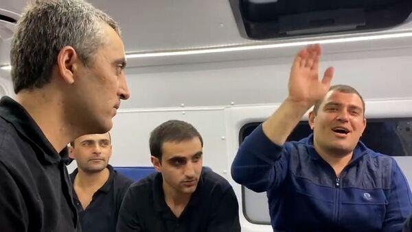 Բաքվից 15 հայ ռազմագերիներ վերադարձան ինչ է կատարվում «Էրեբունի» օդանավակայանում - Sputnik Армения