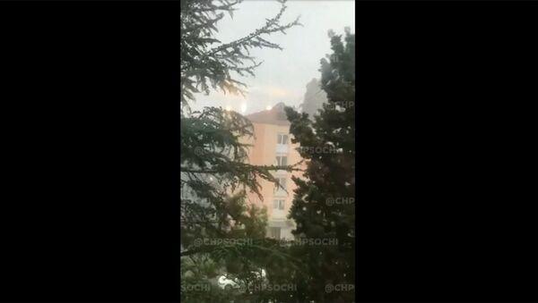 Ветер снес крышу многоэтажного здания в Сочи - Sputnik Армения