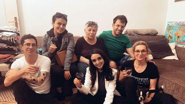 Левон Аронян с друзьями из Армении и Карабаха празднует победу - Sputnik Արմենիա