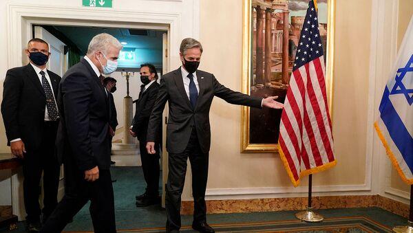 Госсекретарь США Энтони Блинкен приветствует министра иностранных дел Израиля Яира Лапида перед началом встречи (27 июня 2021). Рим - Sputnik Армения