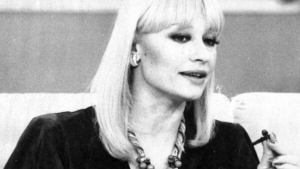 Итальянская телезвезда Рафаэлла Карра во время своего ток-шоу Hello Raffaella на государственном телевидении Rai Television (2 марта 1984). Рим - Sputnik Армения