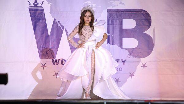 Победительница конкурса Little Miss Yerevan 2020 Элина Адилханян на международном конкурсе World Beauty в Москве - Sputnik Армения
