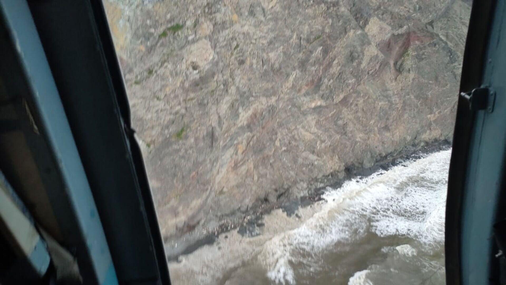 Место обнаружения обломков самолёта Ан-26. Стоп-кадр с видео, предоставленного МЧС РФ - Sputnik Армения, 1920, 23.09.2021
