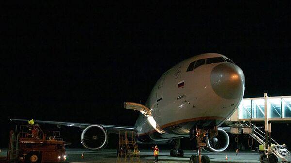 Самолет с грузом вакцины Sputnik-V прибыл в Армению - Sputnik Армения