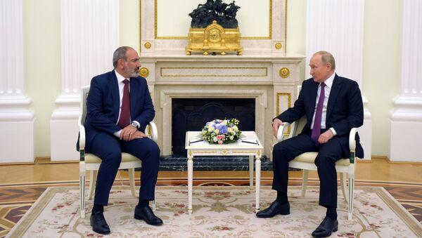 Переговоры и.о. премьер-министра Армении Никола Пашиняна и президента РФ Владимира Путина (7 июля 2021). Москва - Sputnik Армения