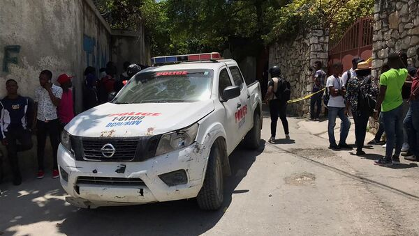 Полицейская машина у резиденции покойного президента Гаити Жовенеля Моисса в районе Петион Вилль (7 июля 2021 года). Гаити - Sputnik Армения