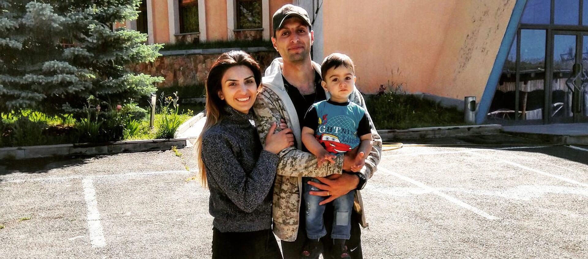 Татул Акопян с супругой Анаит и сыном Монте - Sputnik Արմենիա, 1920, 09.07.2021