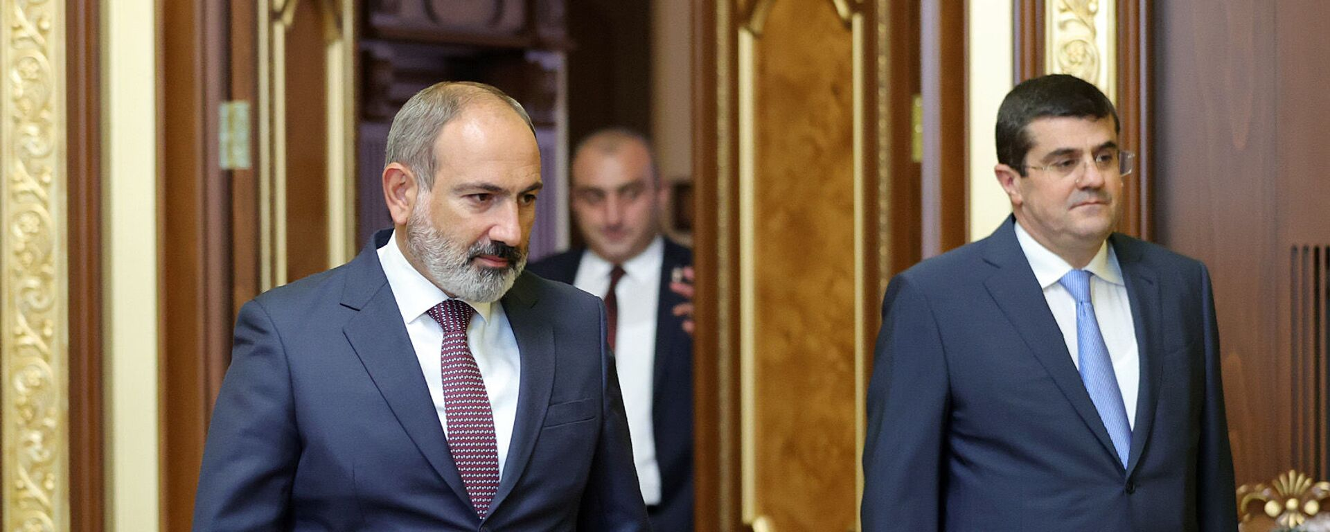 И.о, премьер-министра Никол Пашинян на встрече с президентом Карабаха Араиком Арутюняном (9 июля 2021). Еревaн - Sputnik Армения, 1920, 27.09.2021