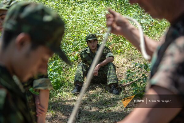 Գործնական պարապմունքներ ռազմամարզական ճամբարում - Sputnik Արմենիա