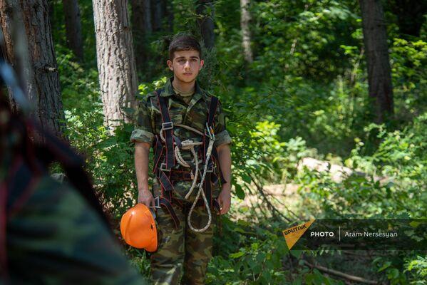 Ռազմամարզական ճամբարի աշակերտը` ժայռամագլցման հանդերձանքով - Sputnik Արմենիա