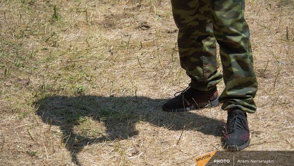 11-классники готовятся к военной жизни в военно-тренировочном лагере по пилотной программе КГМСН  - Sputnik Արմենիա
