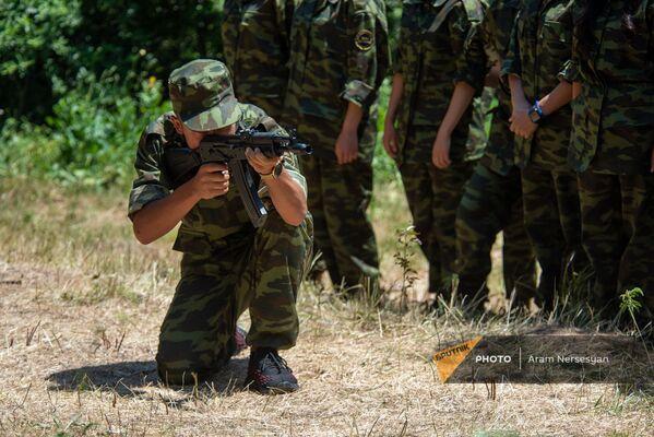 Գործնական հրաձգության պարապմունք ռազմամարզական ճամբարում - Sputnik Արմենիա