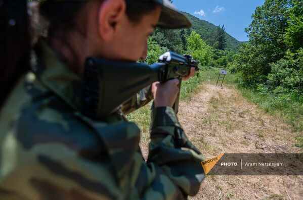 Գործնական հրաձգություն ռազմամարզական ճամբարում - Sputnik Արմենիա