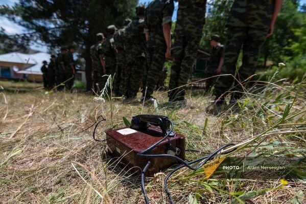 11-րդ դասարանի 100 աշակերտ «Նախնական զինվորական պատրաստություն» առարկայից ստացած գիտելիքները կիրառեցին ռազմամարզական ճամբարում - Sputnik Արմենիա