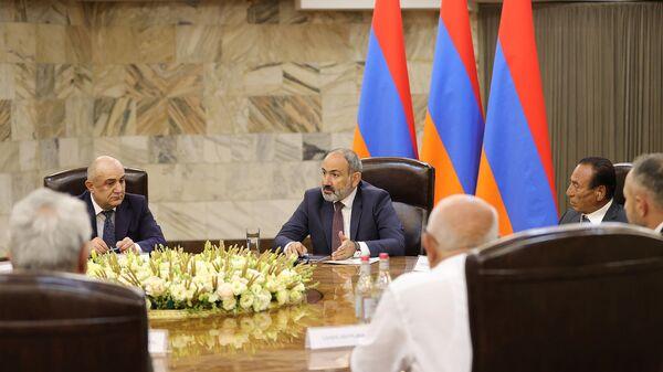 И.о. премьер-министра Никол Пашинян встретился с лидерами около десятка внепарламентских политических сил (9 июля 2021). Еревaн - Sputnik Արմենիա