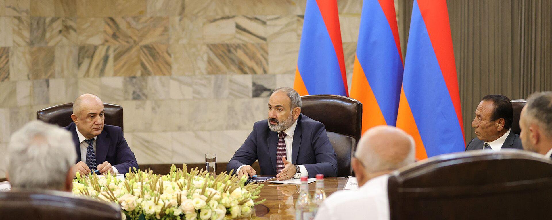 И.о. премьер-министра Никол Пашинян встретился с лидерами около десятка внепарламентских политических сил (9 июля 2021). Еревaн - Sputnik Արմենիա, 1920, 09.07.2021