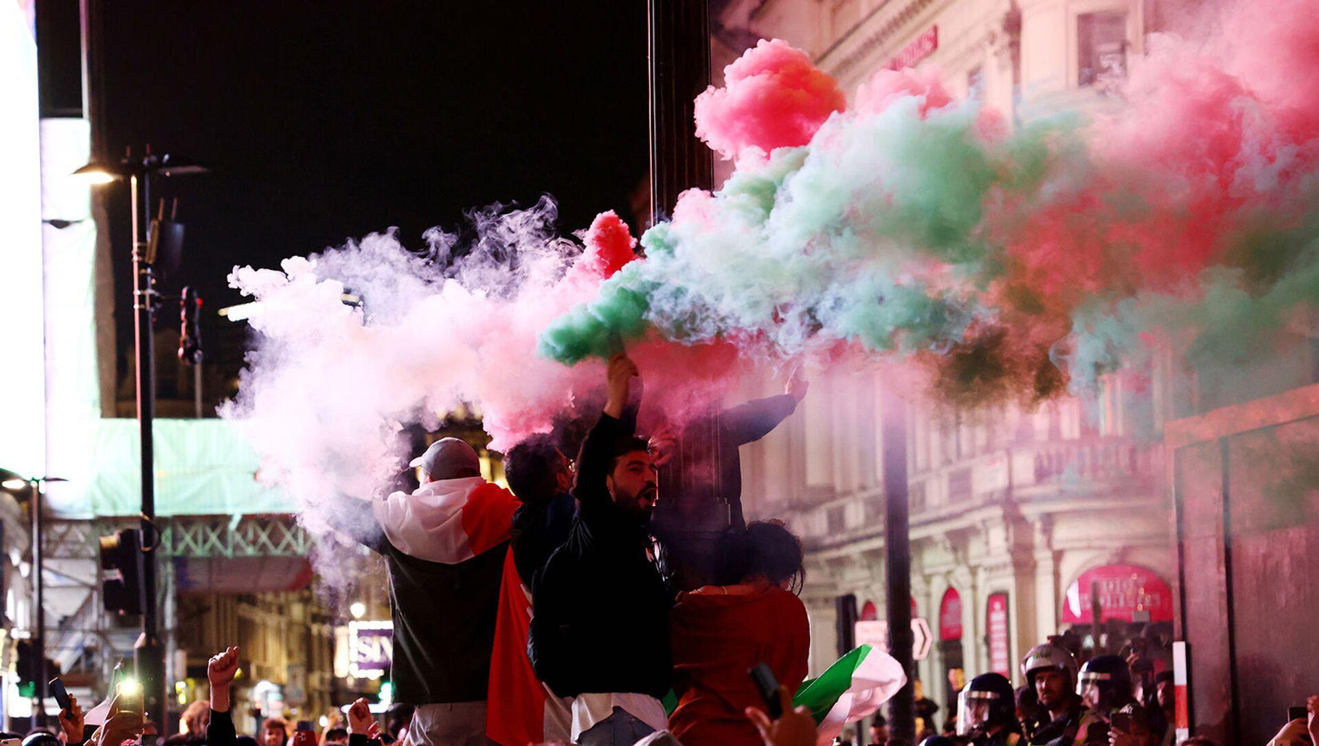 Болельщики Италии празднуют победу на EURO-2020 (12 июля 2021). Лондон - Sputnik Армения, 1920, 21.08.2021