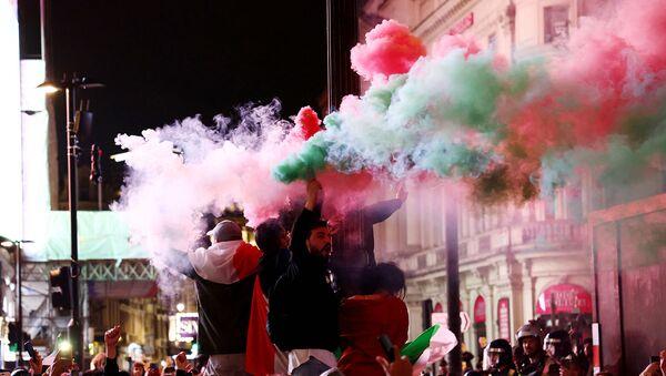 Болельщики Италии празднуют победу на EURO-2020 (12 июля 2021). Лондон - Sputnik Армения