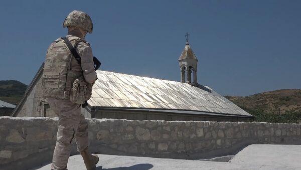 Российские миротворцы сопроводили более 100 паломников и жителей Нагорного Карабаха при посещении христианских монастырей Амарас и Ганзасар - Sputnik Армения